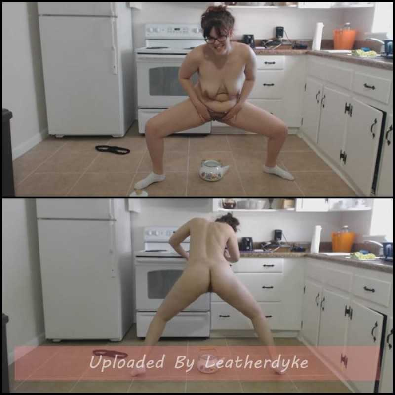 Bloated Kitchen Pee Play with LindzyPoopgirl