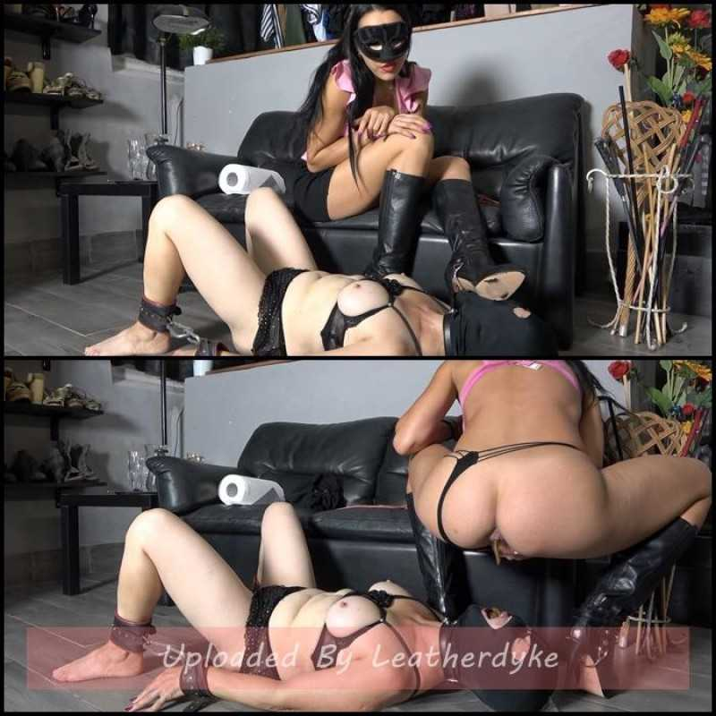 Female Slave Shitted And Peed with Mistress Gaia