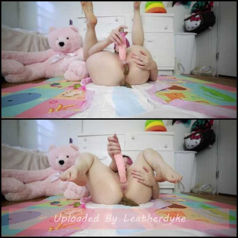 Open diaper pooping with BabyDollNaughty