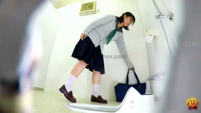 Porn online EE-271 [#1] | Peeping on multiple stool excretions of schoolgirls, who is unfamiliar with Japanese or Western style toilets. javfetish