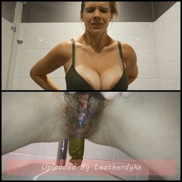 Public Porn Convention Pee and Surprise Poop with CandieCane  - scat porn, scat,  Full HD 1080p | Release Year: Jan 17, 2018
