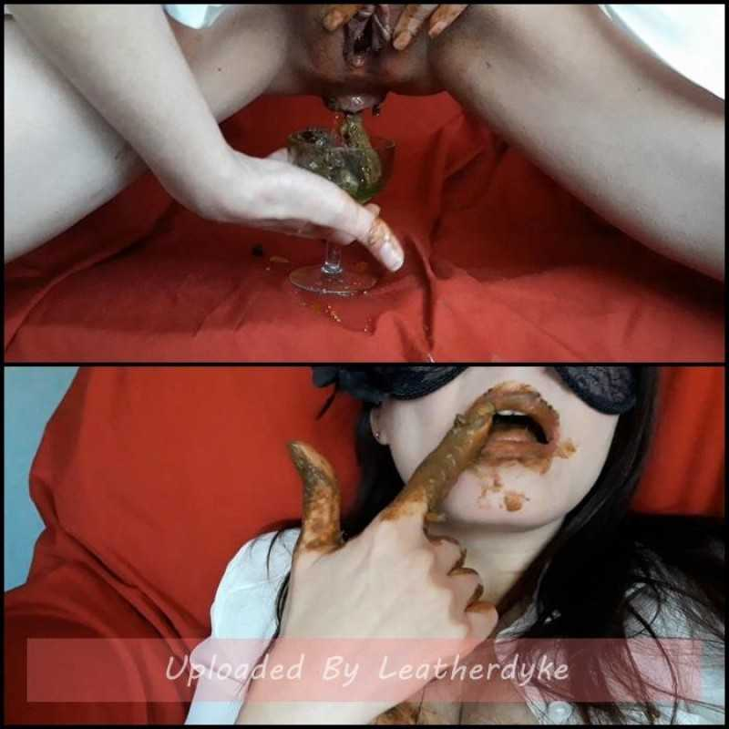 Smelly masturbation with ScatLina